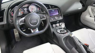 Audir8interior
