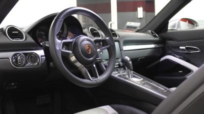 718 cayman interior driver