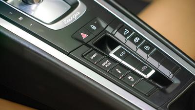 Porsche 911 targa4s sapphire blue controls