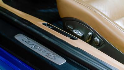 Porsche 911 targa4s sapphire blue door seat control