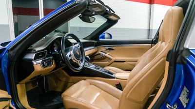 Porsche 911 targa4s sapphire blue driverseat