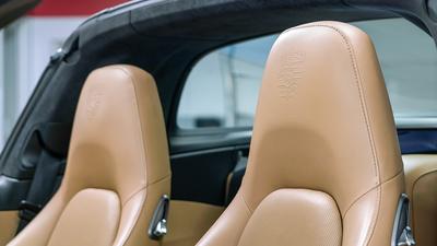 Porsche 911 targa4s sapphire blue seat crest